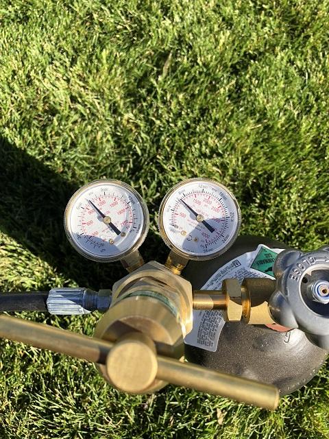 accumulator nitrogen bottle at full charge
